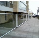 portões de alumínio branco com vidro Parque Bristol